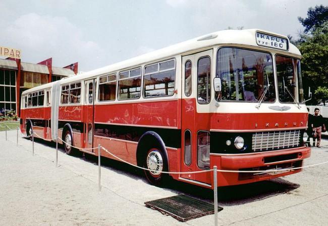 Motor nélkül 1961-ben a városligeti kiállításon. Tíz évvel később éppen egy 180-as volt az 50000. legyártott Ikarus autóbusz – szovjet exportra ment