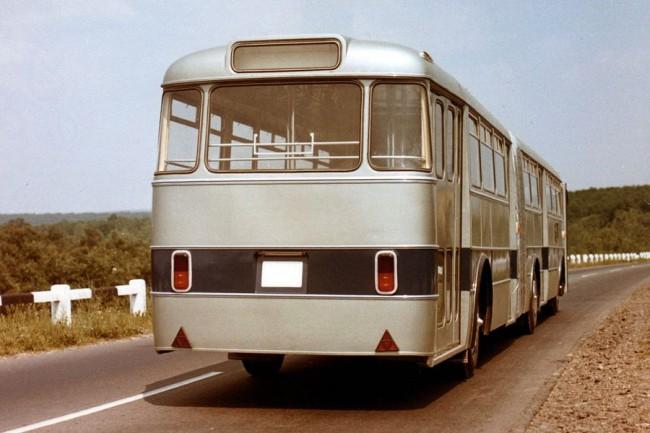 Ez a Leyland motoros, Wilson váltós példány. A 180-asok első és hátsó tengelye MVG 180 vagy cseh Liaz, a hajtott középső pedig MVG 018 típus volt