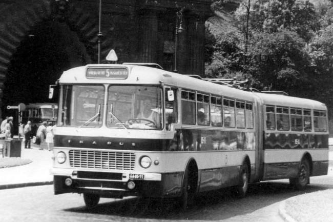 GA-85-11, az 1963-as gyártású 0-széria második példánya, és az utolsó 1980-as selejtek egyike. Másfél évtizedig hozzátartozott Budapest utcaképéhez ez a típus