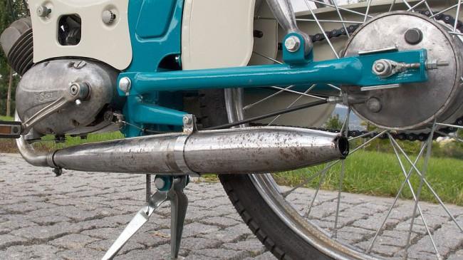 Gyári a kipufogó is, még lehet hozzá találni eredeti szovjet gyártmányút, jó minőségű krómmal. A váz alja 130 mm-re van a földtől, a tengelytáv 1170 mm