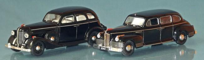 Balról Sztálin kedvence a ZISZ 101 frissítése, a 101A, jobbról a Packard-klón ZISZ 110