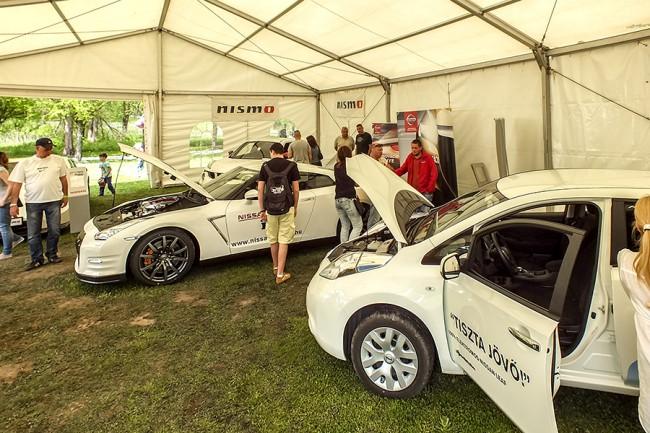 Főszponzorunk, a Nissan hűs sátorban mutatta be az autóit. A veteránokat a Z Klub képviselte