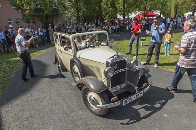 Lábon érkezett Hévízre az 1935-ös Opel 1.2 Cabrio Limousine
