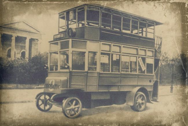 Zárt karosszériásak voltak a Bécsből vásárolt, kétféle hosszúságú Austro-Daimlerek. A járműreklám nem jelenkori újdonság, itt a Cordatic abroncsot hirdetik