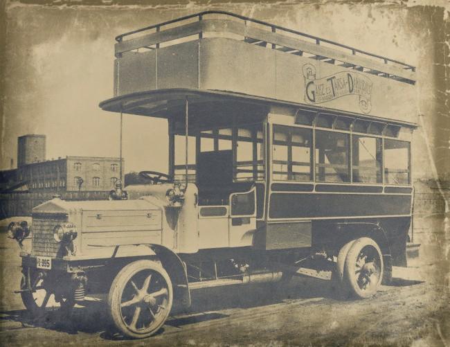 Vaskerékre húzott tömör abroncsokon közlekedtek a buszok, de 1917-ben előfordult, hogy gumi híján csupasz vassal zörögtek az utakon