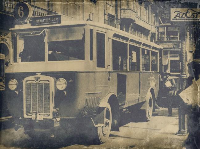 MÁVAG-NAG 204 – német licensz alapján itthon készült, ez volt az első hosszú motorsátor nélküli trambusz típus