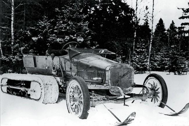 Russo-Balt-kísérletek 1912 márciusában, Carskoje Selo közelében. A gép a befagyott Néva folyó jegén 60 km/órás sebességet ért el