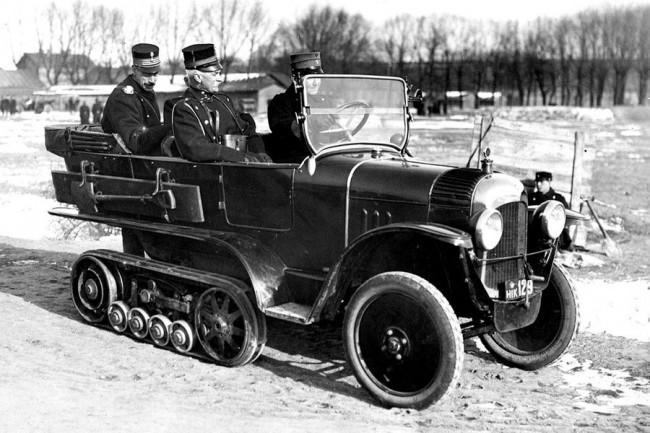 1923-ban a dán hadsereg tesztjeit személyesen Christian király (az anyósülésen) felügyelte