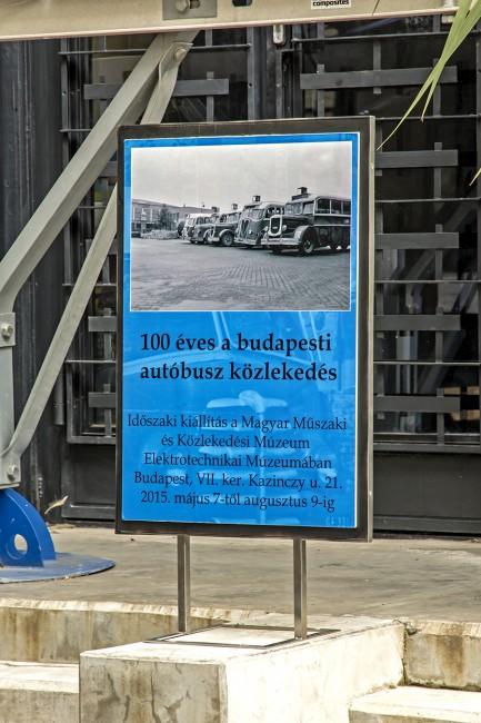 Mellékes a szöveg, de nagyon érdekes a fotó: már a második világháború után készült, mert a sor végén leghátul egy Mávag Tr 5 típus áll, de van még egy trambusz, a Rába harmincas évek végi típusa, illetve további két Mávag jármű, egy-egy kis Harcsa és Koporsó