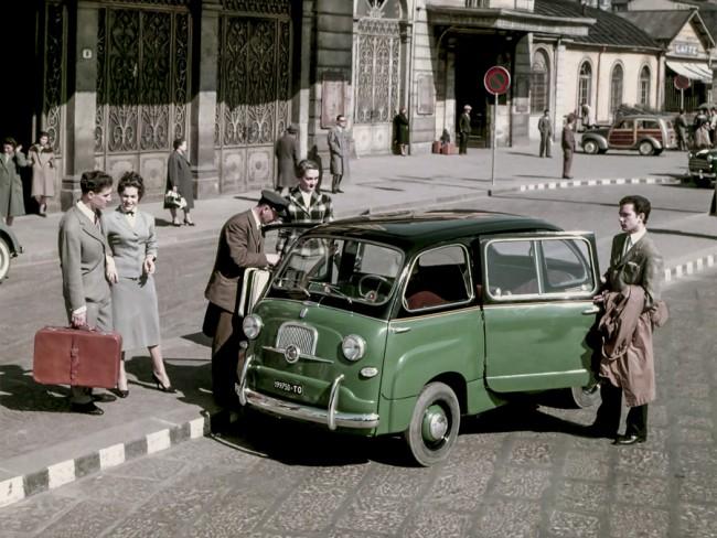 Fiat 600 Multipla – 320 mm-rel volt hosszabb a karosszéria, az első utas és a vezető az első tengelyen ült, mögöttük még 2+2 ülésnek maradt hely. Népszerű volt taxiként
