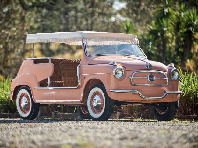 Ghia tervezésű és kivitelezésű Fiat 600 Jolly strandautó egyedi tetővel és nádfonatú ülésekkel. Gazdagoknak készült, de nem kapkodtak érte, egy-egy példány ma is drágán szerezhető meg