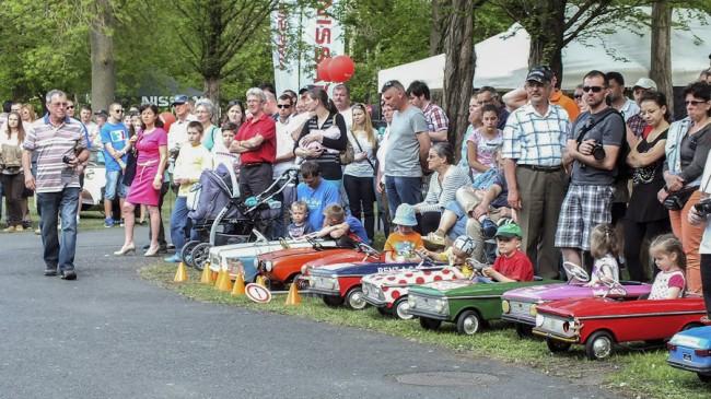 Az autókért a legkisebbek is rajonganak, főként az olyanokért, amiket ki is próbálhatnak; a pedálos Moszkvicsok versenye mindig izgalmas